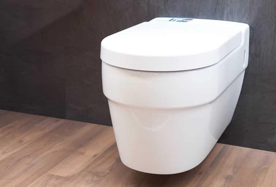 Falba épített wc tartály
